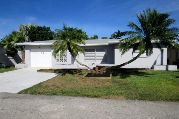 BEAUTIFULLY & COMPLETELY MODERNIZED CANAL FRONT 3/2