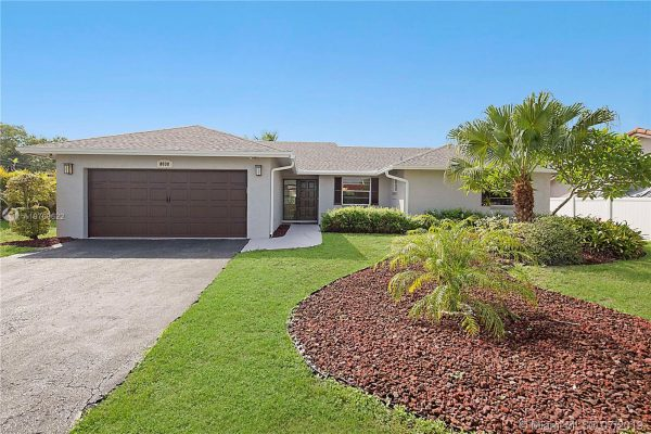 WOODMONT OAK POINT * Tamarac * Fully remodeled 3/2 home w/ 2 car garage