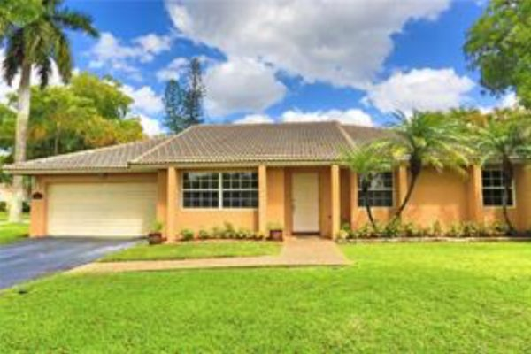 Beautiful Coral springs home with a pool!